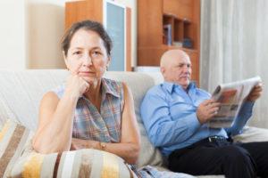 Den Rückkaufswert der Lebensversicherung erhalten oder die Versicherung weiterführen? Besonders im Alter eine schwierige Frage.